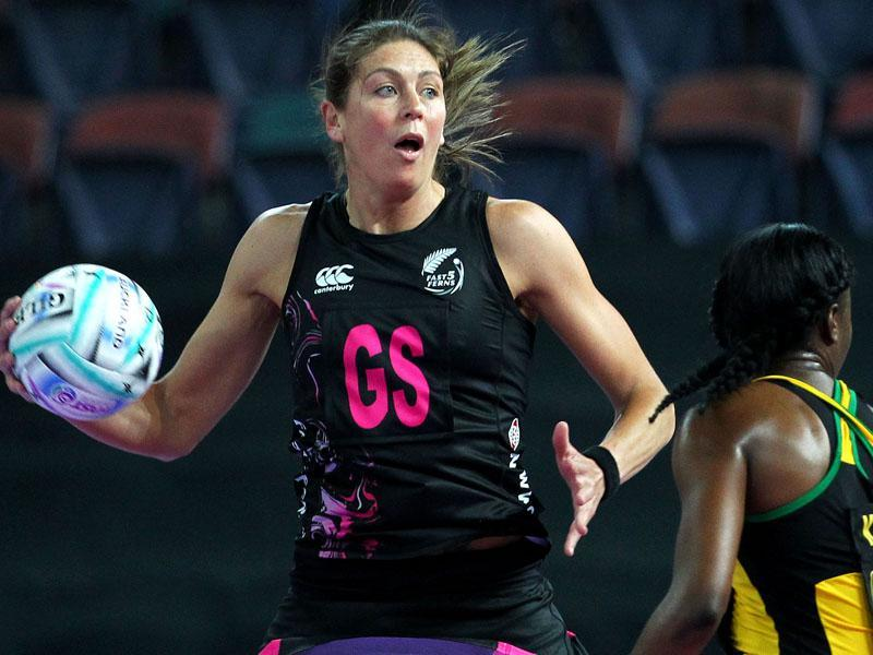irene-van-dyk-in-action-for-the-fast5-ferns